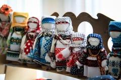 Las muñecas son los encargados de la casa y familia Amul popular ruso Imagenes de archivo