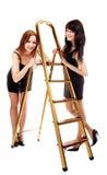 Las muchachas acercan al step-ladder fotos de archivo libres de regalías