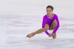 Las muchachas de Dariya Filipovich Performs Cubs B liberan programa patinador en la taza de la arena de Minsk foto de archivo libre de regalías