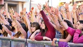 Las muchachas de la audiencia en el Primavera hacen estallar festival Fotos de archivo
