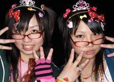 Las muchachas japonesas presentan en el equipo de Cosplay en Tokio Imágenes de archivo libres de regalías