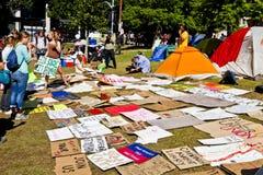 Las muestras para los manifestantes en ocupan el LA Imagen de archivo