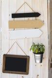 Las muestras vacian la flecha Flechas retras Fondo de madera de la decoración Imágenes de archivo libres de regalías