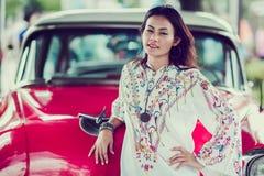 Las mujeres asiáticas están planteando actitudes Foto de archivo libre de regalías