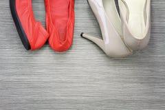 Las mujeres calzan y los accesorios, aún vida de la moda Fotografía de archivo libre de regalías