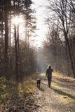 Las mujeres toman el perro para un paseo Fotografía de archivo