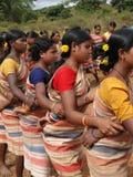 Las mujeres tribales conectan los brazos Fotos de archivo libres de regalías