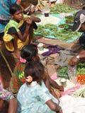 Las mujeres tribales venden vehículos Imagen de archivo libre de regalías