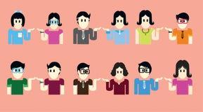Las mujeres y los hombres son mitad vestidos en colores brillantes, allí son muchas libre illustration