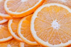 Las naranjas sin las pipas cortaron en rebanadas imagen de archivo libre de regalías