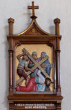 las 9nas estaciones de la cruz, Jesús caen la tercera vez Imágenes de archivo libres de regalías
