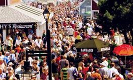 Las naves altas abrigan festival del verano Imagenes de archivo