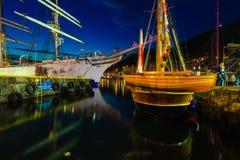 Las naves altas compiten con en puerto el 26 de julio de 2014 en Bergen, Noruega Imagenes de archivo