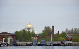 Las naves de los militares en Kronstadt Rusia Imágenes de archivo libres de regalías