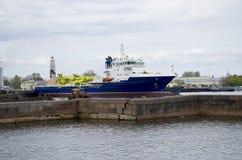 Las naves de los militares en Kronstadt Rusia Fotografía de archivo