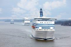 Las naves de pasajero blancas acercan a Estocolmo Imagen de archivo libre de regalías