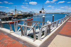 Las naves del guardacostas de Estados Unidos atracaron en el puerto de Boston, los E.E.U.U. Fotografía de archivo