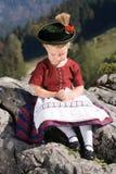 Las niñas en Bavarian ruegan fotografía de archivo libre de regalías