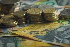 Las notas australianas de las monedas del dinero se cierran encima del detalle imágenes de archivo libres de regalías