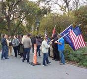 Las noticias de la difusión se entrevistan con los partidarios del triunfo, Washington Square Park, NYC, NY, los E.E.U.U. Fotos de archivo libres de regalías