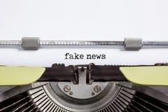 Las noticias falsas - escriba a máquina Fotos de archivo libres de regalías