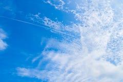 Las nubes brillantes del cielo son elementos imagenes de archivo