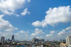 Las nubes en el cielo azul Fotografía de archivo libre de regalías