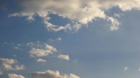 Las nubes les gusta el timelapse blanco del humo almacen de metraje de vídeo