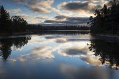 Las nubes reflejadas Foto de archivo libre de regalías