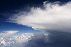 Las nubes - vea del vuelo 135 Imágenes de archivo libres de regalías