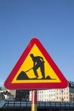 Las obras por carretera firman adentro el sitio urbano Foto de archivo