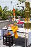 Las ofrendas de la tabla después de la ceremonia de la adoración Imagen de archivo libre de regalías