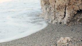 Las ondas batieron contra la pared de la sal metrajes