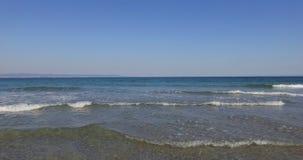 Las ondas blancas del invierno del Mar Negro en Bulgaria Foto de archivo