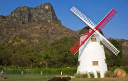 Las ovejas suizas cultivan windmill10 imágenes de archivo libres de regalías