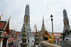 Las pagodas dentro del palacio magnífico Imágenes de archivo libres de regalías