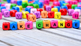 Las palabras coloridas realizan el cambio en la tabla Imagen de archivo libre de regalías