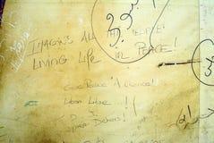 Las palabras del ` s de John Lennon usadas en pintada protestan contra Siria fotos de archivo