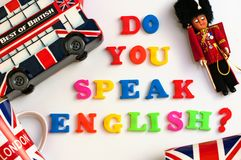Las palabras inglesas coloridas USTED HABLA INGLÉS con los recuerdos de Londres, concepto del aprendizaje de idiomas ingleses Imagen de archivo