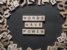 Las palabras tienen poder, concepto de motivaci?n de las citas de las palabras fotografía de archivo libre de regalías
