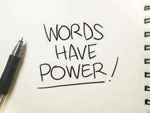 Las palabras tienen poder, concepto de motivaci?n de las citas de las palabras fotos de archivo