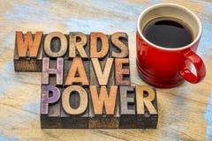 Las palabras tienen poder en el tipo de madera imagen de archivo libre de regalías