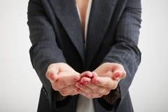 Las palmas abiertas de la mujer Foto de archivo libre de regalías
