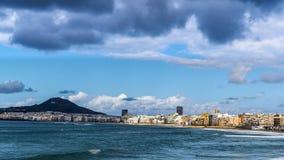 LAS PALMAS, GROTE CANARIA/SPANJE - FEBRUARI 19 2018: DE OCEAANtijdspanne VAN DE GOLVENtijd stock videobeelden