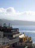 Las Palmas Islan amarillo magnífico capital de los hoteles de las propiedades horizontales de la opinión del tejado Foto de archivo libre de regalías