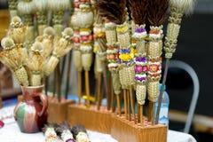 Las palmas tradicionales de Pascua del Lithuanian conocidas como verbos vendieron en el mercado de Pascua en Vilna Fai tradiciona foto de archivo