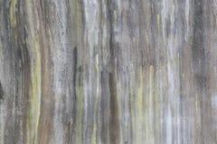 Las paredes de albañilería son sucias del fango que fluye abajo de él backgroung Fotos de archivo libres de regalías