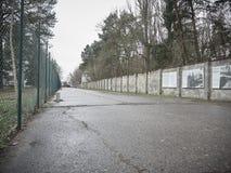 Las paredes del campo de concentración de Sachsenhausen imagen de archivo libre de regalías