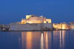 Las paredes fortificadas de la ciudad de Malta Imagen de archivo