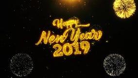 Las partículas de las chispas del texto del Año Nuevo 2019 revelan de la exhibición de oro del fuego artificial